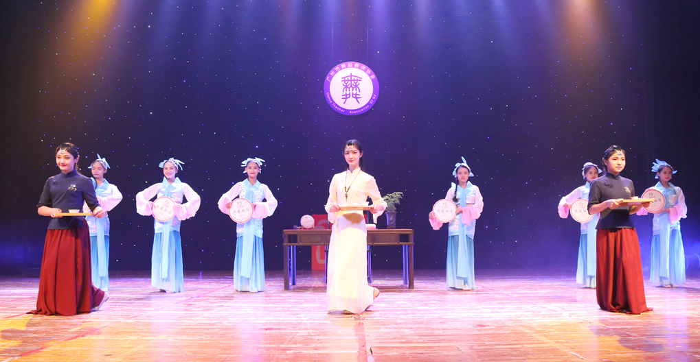 丹凤朝阳,茶舞青春